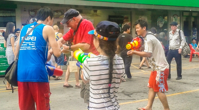 Il palo da selfie ed altre profezie del Songkran