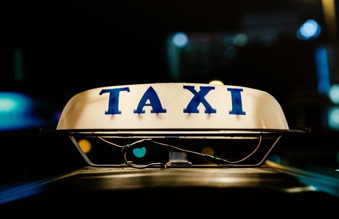 Sopravvivere al traffico di Bangkok: taxista vecchio fa buon brodo